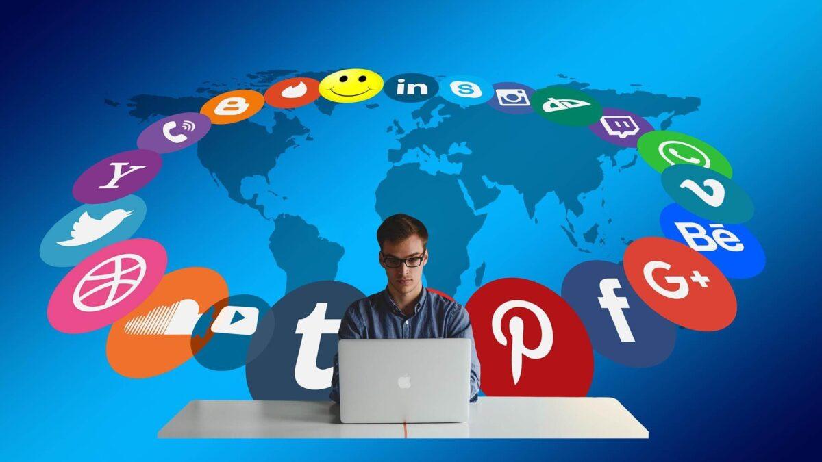 Social Media Assisting Ecommerce Tool